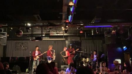 写真:KAI-TSU BAR エナジー楽団
