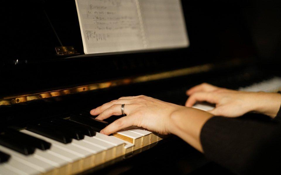 写真:ピアノ伴奏