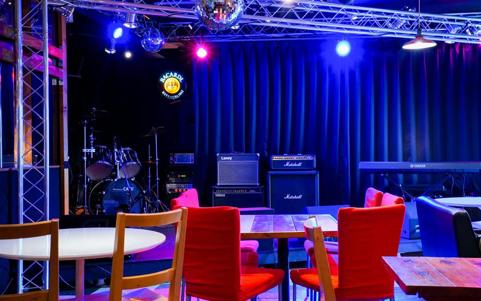写真:ステージ・楽器